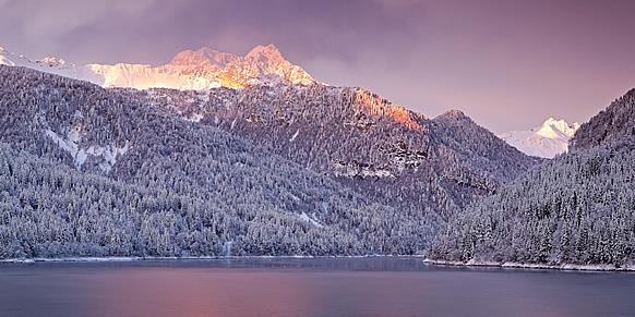 Tramonto in inverno sul Lago di Sauris